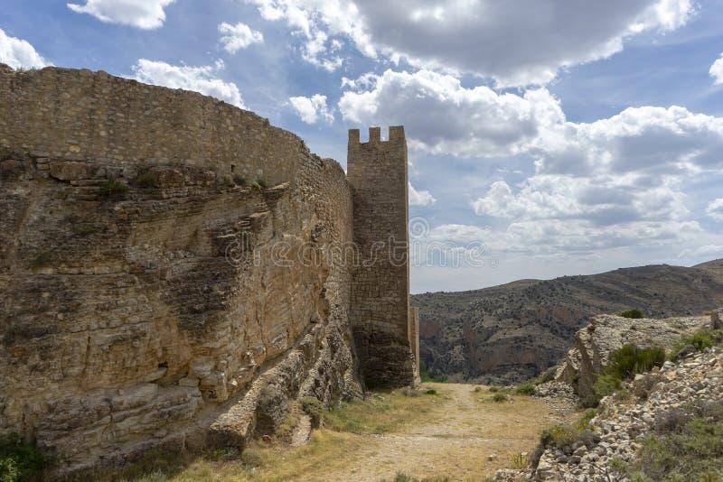 Widoki antyczna defensywy ściana miasteczko Albarracin fotografia royalty free