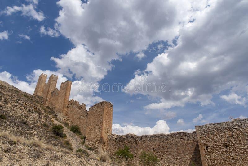 Widoki antyczna defensywy ściana miasteczko Albarracin obraz royalty free