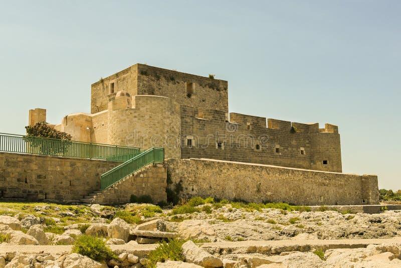 Widoki Brucoli kasztel w Augusta, Sicily - zdjęcia royalty free