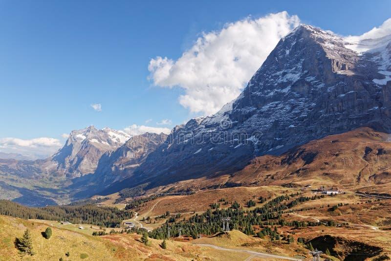 Widoki Grindelwald dolina i Wetterhorn masyw od Grindelwaldblick restauracji zdjęcia royalty free