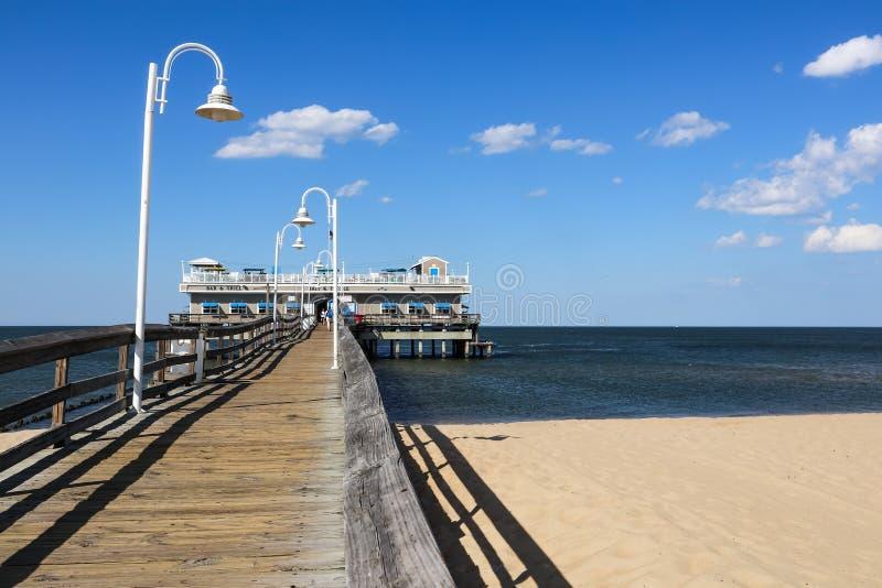 Widoku Na Ocean połowu restauracja w Norfolk i molo, VA fotografia royalty free