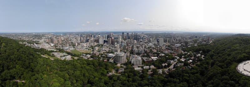 Widoku z lotu ptaka 360 panorama Montreal w lato parka górze Królewskiej - lata ptaka poziom obrazy royalty free