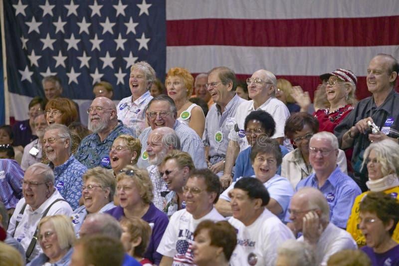 Widownia przechodzić na emeryturę persons śmia się przy senatora John Kerry kampanii wiecem, Dolinny widoku Rec centrum, Henderso fotografia stock