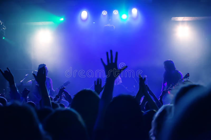 widownia przy koncertem przy klubem nocnym fotografia stock