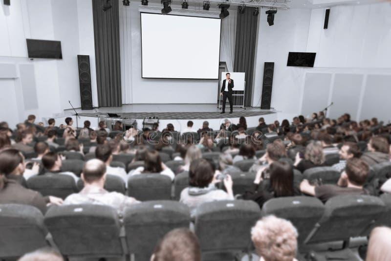 Widownia słucha raport przy biznesową konferencją obraz stock