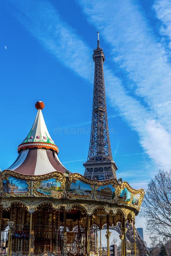 Wieża Eifla i carousel w Paryż fotografia royalty free