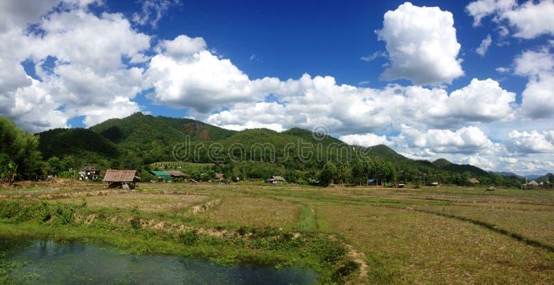 Wieś w górzystym miasteczku zdjęcia royalty free