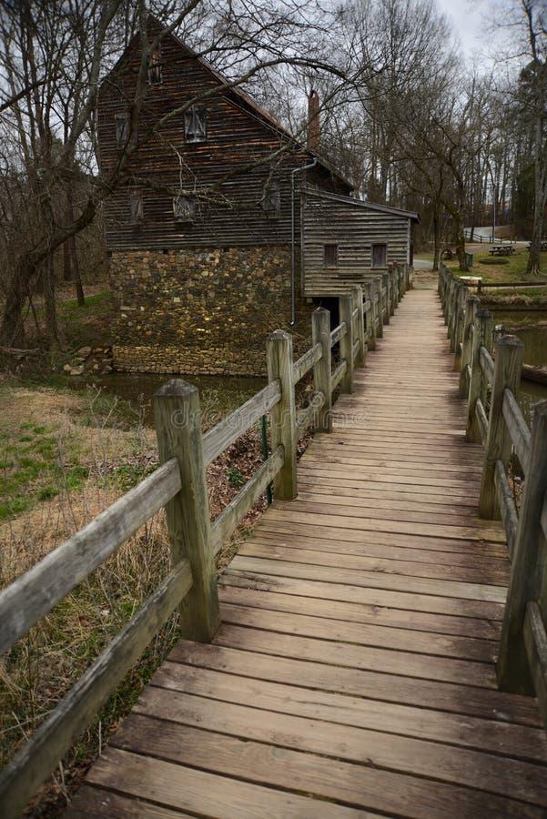 Wieśniak stajnia w Pólnocna Karolina i młyn zdjęcie royalty free
