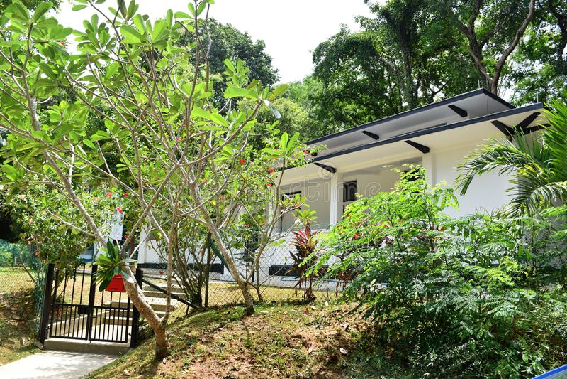 Wieśniaka bungalowu stylowy czarny i biały dom, Singapur zdjęcie stock