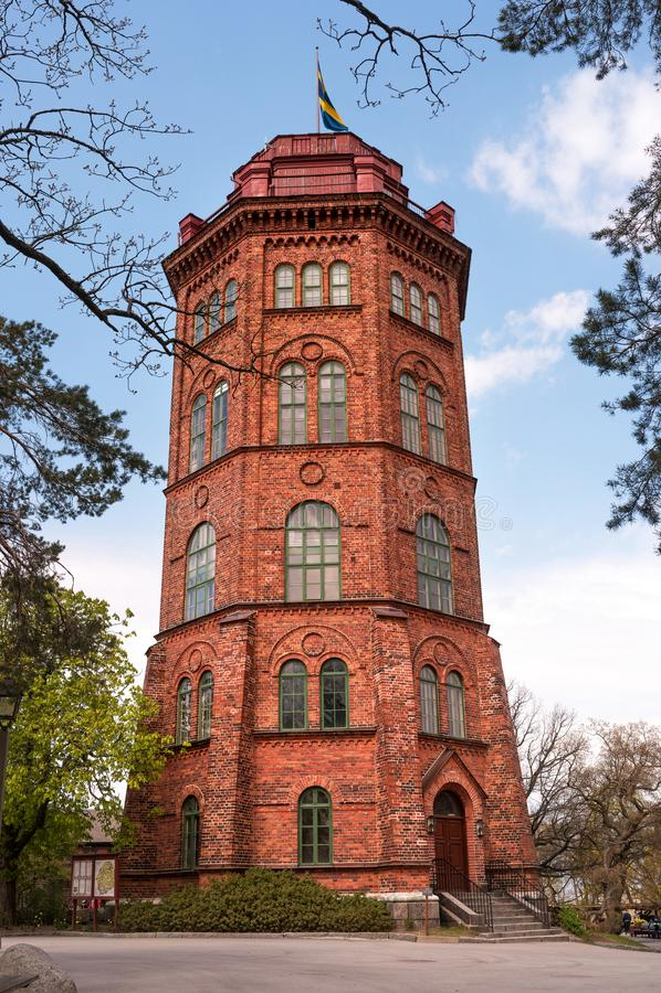 Wieża Bredablik, poÅ'ożona w parku Skansen na wyspie Djurgarden. Sztokholm, Szwecja zdjęcia stock