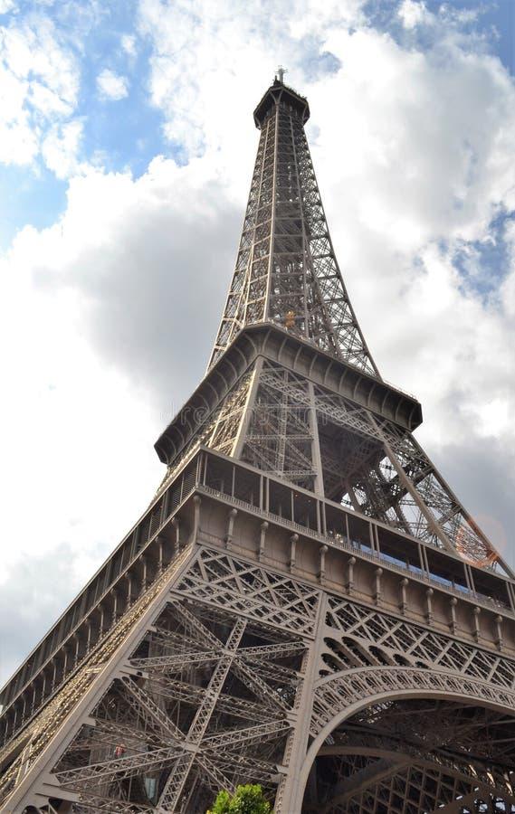 Wieża Eifla, Dotyka chmury zdjęcie stock