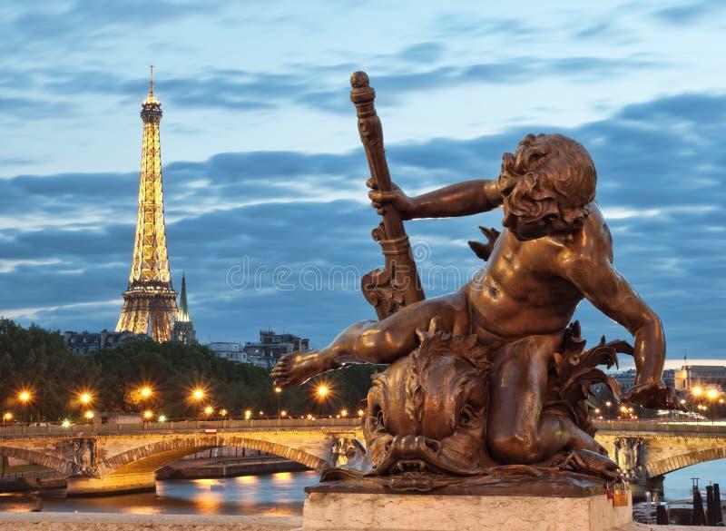 Wieża Eifla i Pont Alexandre III zdjęcie stock