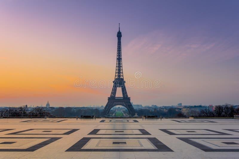 Wieża Eifla podczas wschodu słońca obraz royalty free