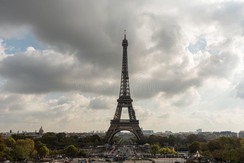Wieża Eifla przeglądać od Trocadero w Październiku fotografia royalty free