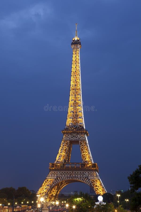 Wieża Eifla przy noc zdjęcie royalty free