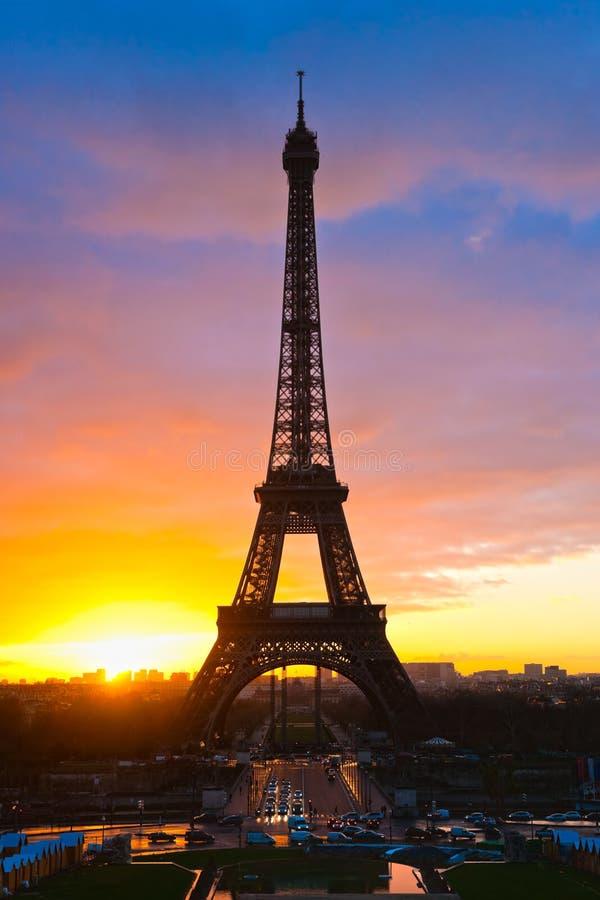 Download Wieża Eifla Przy Wschodem Słońca, Paryż. Obraz Stock - Obraz złożonej z historyczny, rama: 28951529