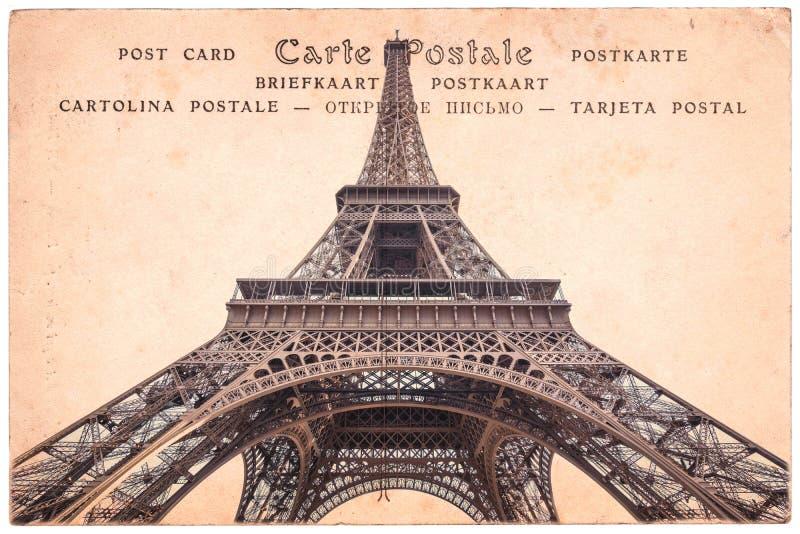 Wieża Eifla w Paryż, Francja, kolaż na sepiowego rocznika pocztówkowym tle, słowo pocztówka w kilka językach zdjęcie royalty free