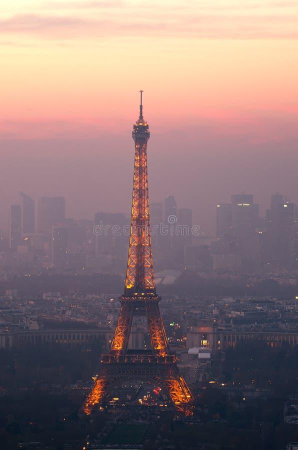 Wieża Eifla w Paryż, Francja przy nocą zdjęcie stock