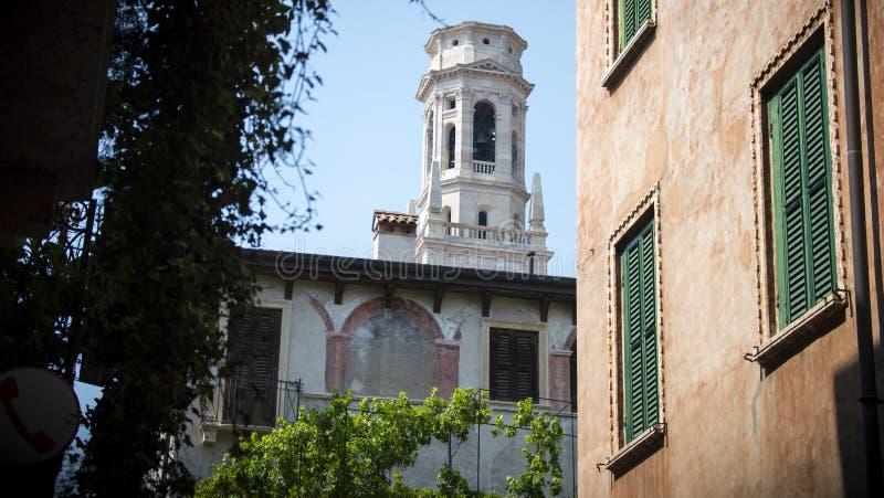Wieża kościoła Santa Anastasia w Weronie, Włochy zdjęcie royalty free