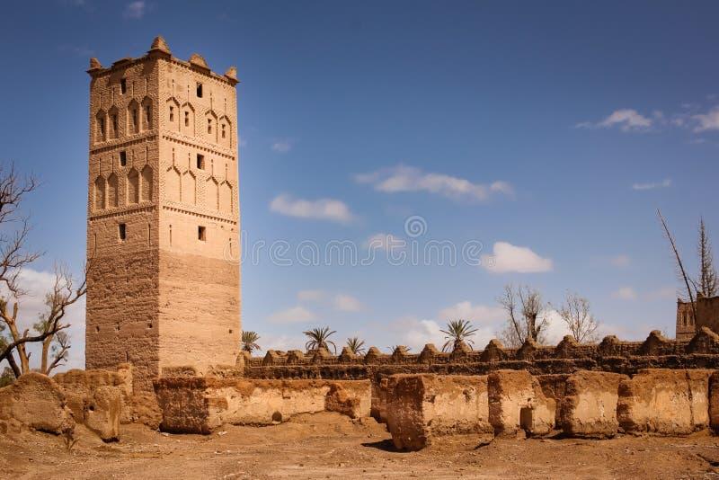 Wieża obserwacyjna kasbah w ruinach Skoura Maroko zdjęcia royalty free