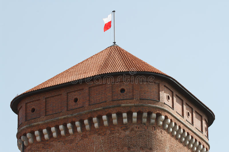 Wieża obserwacyjna z Polską flaga w Wawel kasztelu w Krakow zdjęcie royalty free
