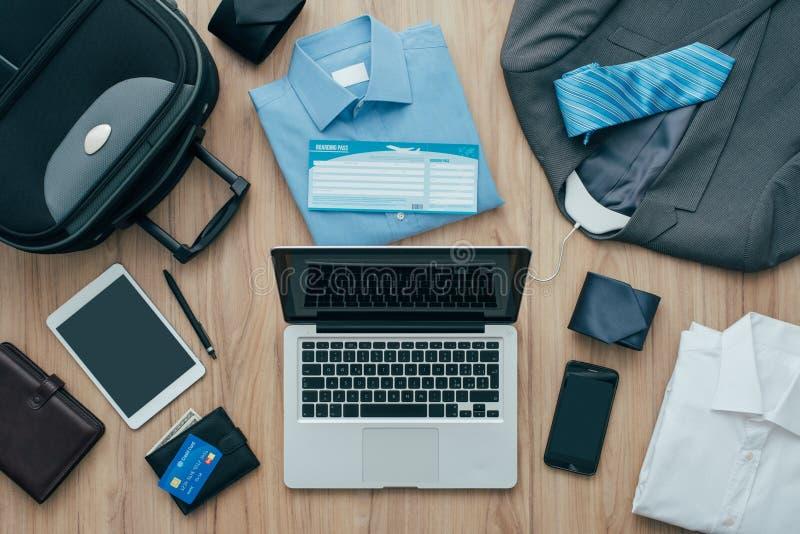 Wie man für eine Geschäftsreise verpackt lizenzfreie stockfotos