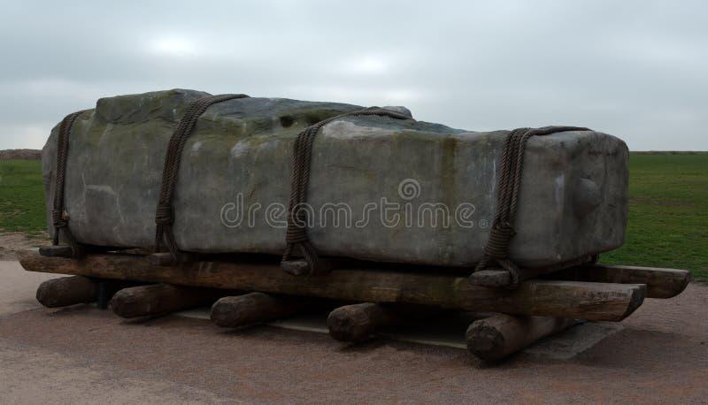 Wie sie Stonehenge bewegten stockbild