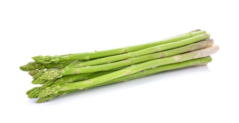?wie?y asparagus odizolowywaj?cy na bia?ym tle obraz stock