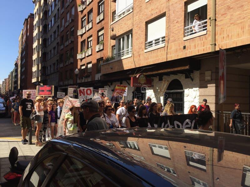 Wiec na ulicach Gijon Hiszpania przeciw bullfighting obraz stock