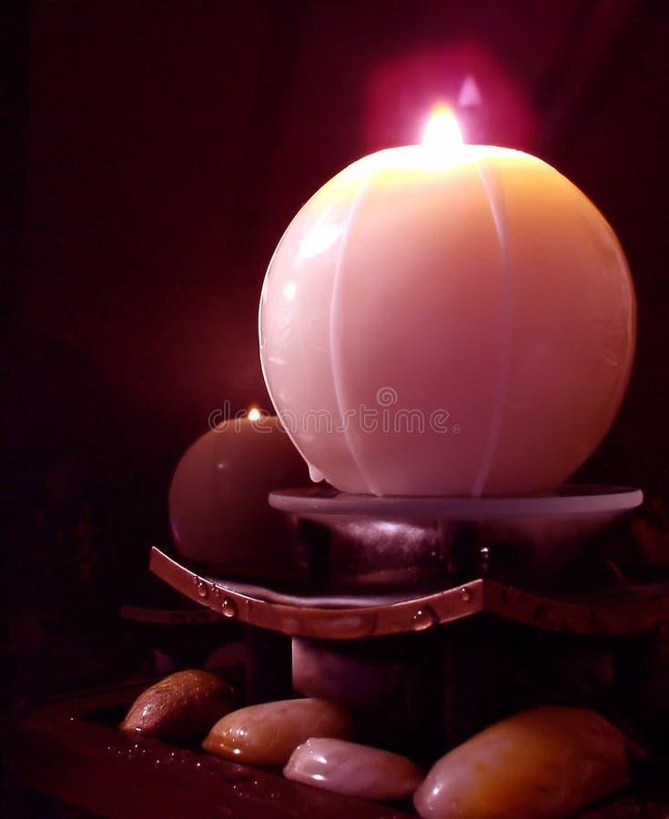 Download świeca zdjęcie stock. Obraz złożonej z kamienie, woda, ogień - 137830