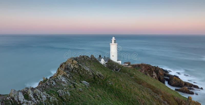 Wieczór światło przy początku punktu latarnią morską w Południowym Devon obraz stock