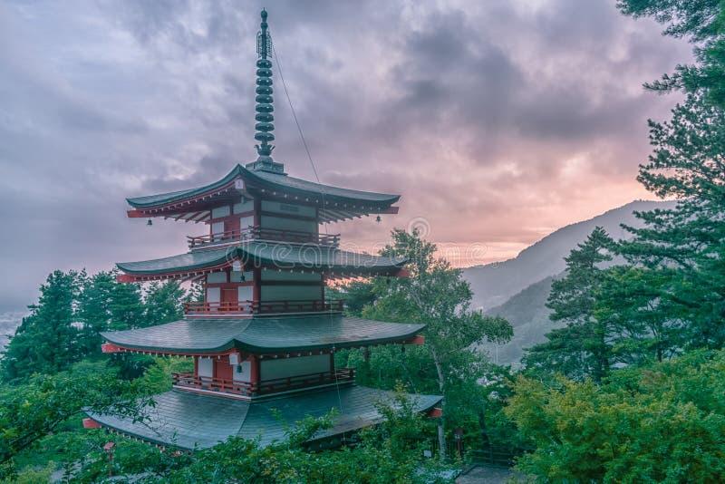 Wieczór Chureito Pagody, Japonia obrazy stock