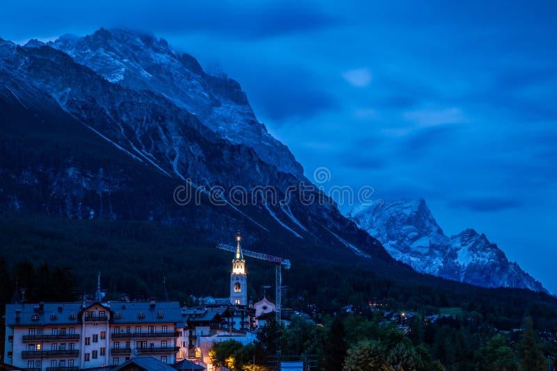 Wieczór ove miasteczko Cortina d «Ampezzo fotografia royalty free