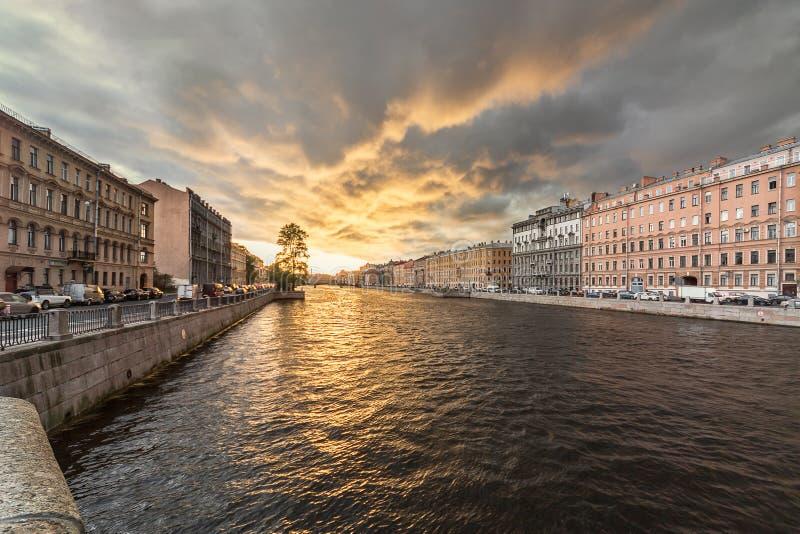 Wieczór przy Fontanka rzeką fotografia stock