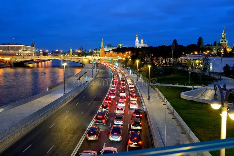 Wieczór stopper ruchu drogowego dżem blisko Kremlin fotografia royalty free