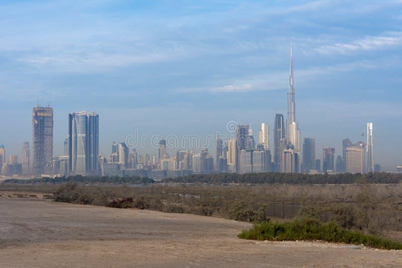 Wieczór strzelający Dubaj linia horyzontu zdjęcia stock