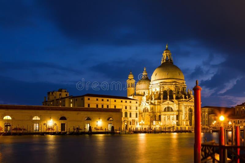 Wieczór widok na Weneckim kościół - St Maria della salut obraz stock
