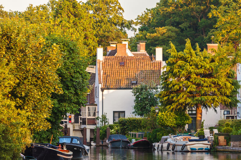 Wieczór widok przy historycznym Holenderskim grodzkim Breukelen zdjęcie stock
