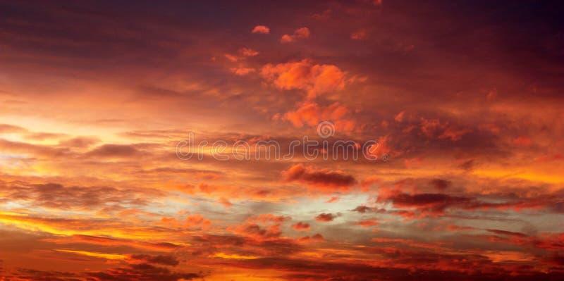 Wieczór zmierzchu widok piękny niebo zdjęcie stock