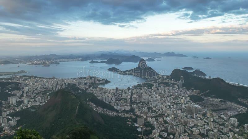Wiecz?r widok botafogo i sugarloaf g?ra w Rio De Janeiro zdjęcie royalty free