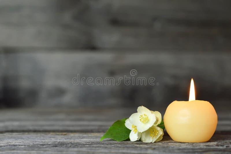 ?wieczka i kwiat Kondolencje karta zdjęcia royalty free