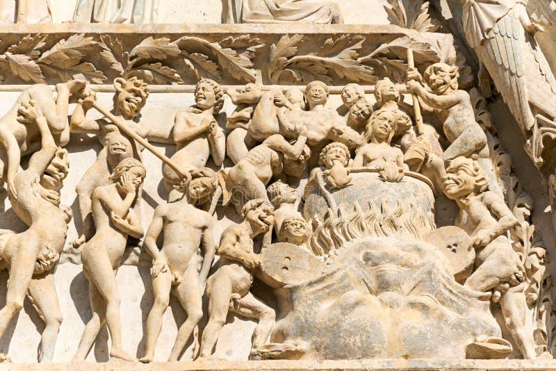 Wiecznie damnation w Bourges katedralnym wejściu, Francja obrazy stock