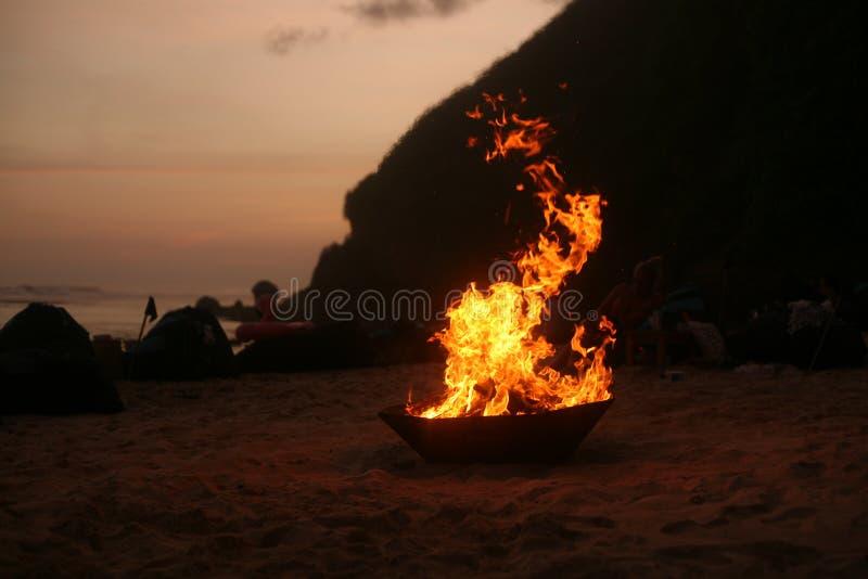 Wiecznie ogień na plaży obraz royalty free
