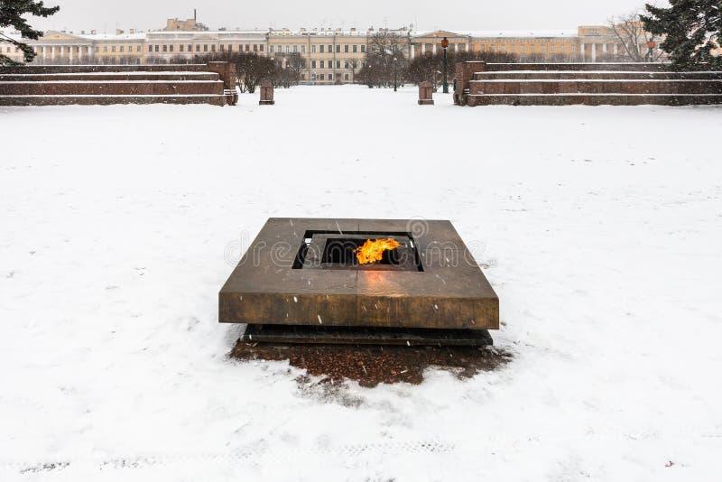 Wiecznie płomienia pomnik przy polem Mars w śniegu zdjęcia stock