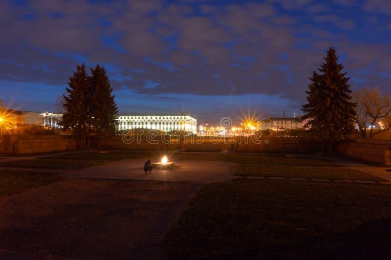 Wiecznie p?omienia wojenny pomnik przy polem Mars w ?wi?tym Petersburg, Rosja zdjęcia stock