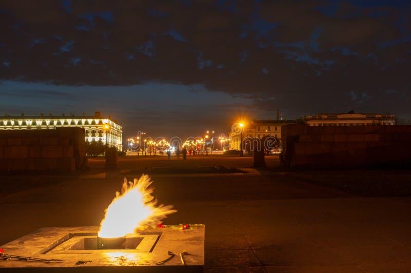 Wiecznie p?omienia wojenny pomnik przy polem Mars w ?wi?tym Petersburg, Rosja fotografia royalty free