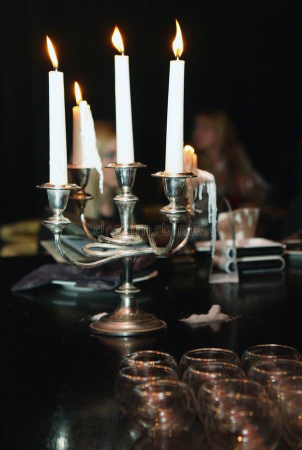 wieczorem świece. zdjęcie stock