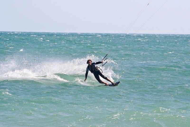 wieczorem jasno latawce surfer słońca fotografia stock