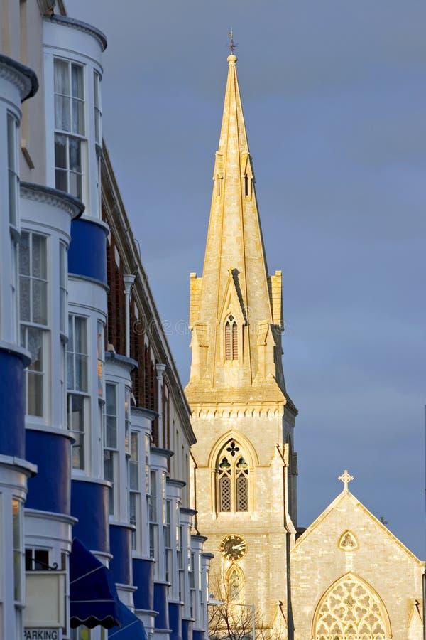 wieczorem kościoła ustawienia iglicy później w wieży zdjęcia royalty free