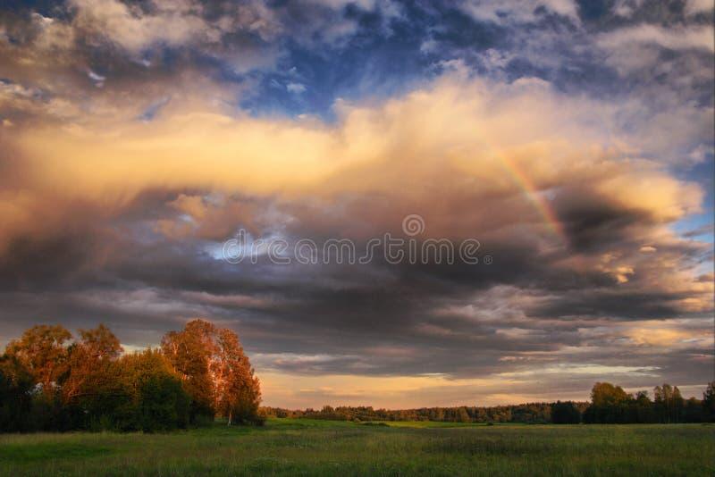 wieczorem rainbow obraz royalty free